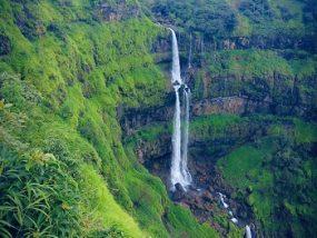 Dhobi Waterfall in mahabaleshwar